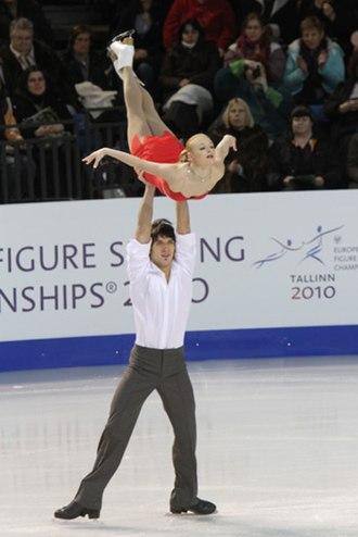 Maxim Trankov - Mukhortova/Trankov perform a carry lift with the man in a spread eagle