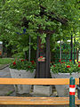 Mariensteig Kruzifix mit Bank und Toi Toi.jpg