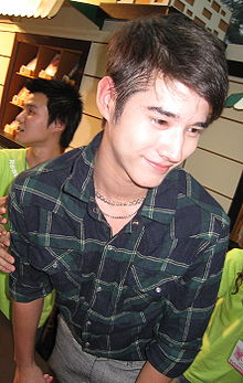 Mario Maurer at book expo 1.jpg