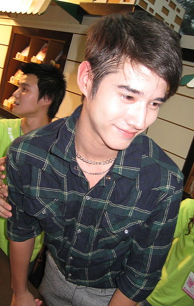 Tiedosto:Mario Maurer at book expo 1.jpg