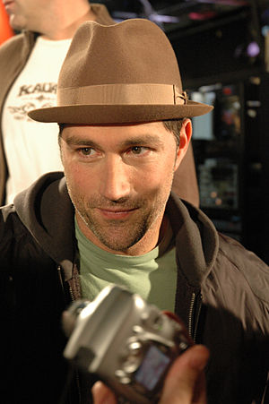 Matthew Fox - Fox outside of Citytv in Toronto during an open autograph session, December 6, 2006
