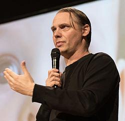 Mattias Andersson under Åbent Hus på Det Kgl. Svenske Teater 2015 som instruktør til Idioten.