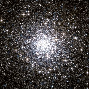 Messier 92 Hubble WikiSky.jpg