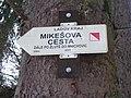 Mikešova cesta, směrovka.jpg