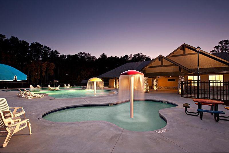 File:Milam Park Pool at Dusk.jpg