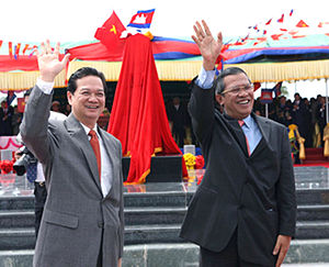Cambodia–Vietnam relations - Cambodian Prime Minister Hun Sen and Vietnamese counterpart Nguyen Tan Dung at a ceremony in Bavet in 2007.