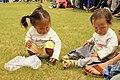 Mongolskie dzieci na lokalnym festiwalu Naadam (03).jpg