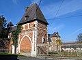 Moyencourt-lès-Poix château (pavillon gauche entrée) 1.jpg