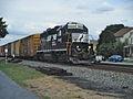 NS GP38-2 5662 WB Lyons PA.jpg