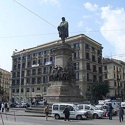 Monumento a Giuseppe Garibaldi sull'omonima piazza.