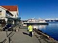 Nattrutekaien, Leirvik, Stord 2018-03-13 Norled worker Tranen ferry.jpg