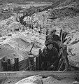 Ned. troepen bevrijden nederland, ze slapen in door duitse gebouwde bunkers Ko, Bestanddeelnr 934-9763.jpg
