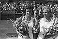 Nederlandse Tenniskampioenschappen te Scheveningen, kampioene Betty Stove met be, Bestanddeelnr 925-8197.jpg