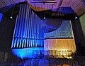 Neusäß, St. Ägidius (Hindelang-Orgel bei Nacht, blau gelb) (2).jpg