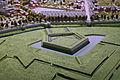 Noordwestelijke walmuur met bastion Dopff, vm Lindenkruispoort en barakken, detail kopie Maquette van Maastricht, collectie Centre Céramique.JPG