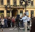 Novi Sad, Trg Slobode, protesty proti prodeji vodárny, politik.jpg