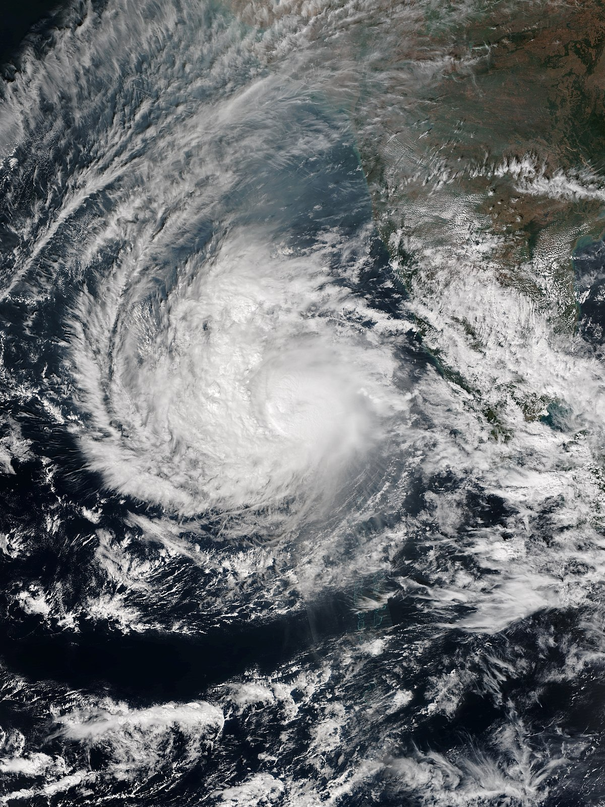 how do cyclones affect people