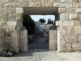 https://upload.wikimedia.org/wikipedia/commons/thumb/4/43/Old_Jerusalem_Tanner%27s_Gate.jpg/260px-Old_Jerusalem_Tanner%27s_Gate.jpg