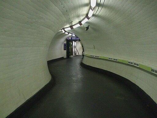 Old Street stn Great Northern passageway