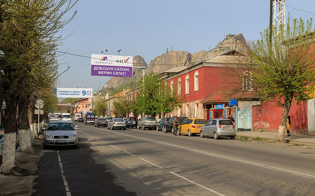 Osh 03-2016 img07 Gapar Aitiev Street.jpg