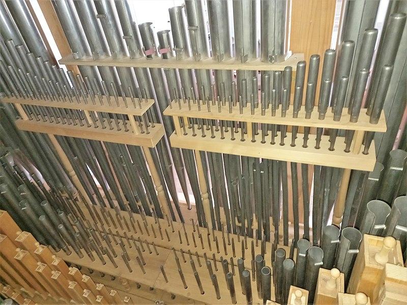 Datei:Ottobrunn, Kath. St. Otto (Kerssenbrock-Orgel, Pfeifenwerk) (3).jpg