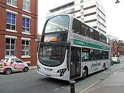 Oxford Road Link-buso (BU11 OKK), 19 aŭgusto 2011.jpg