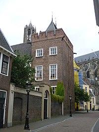 P1000835 Claustraal huis achter de Dom.jpg