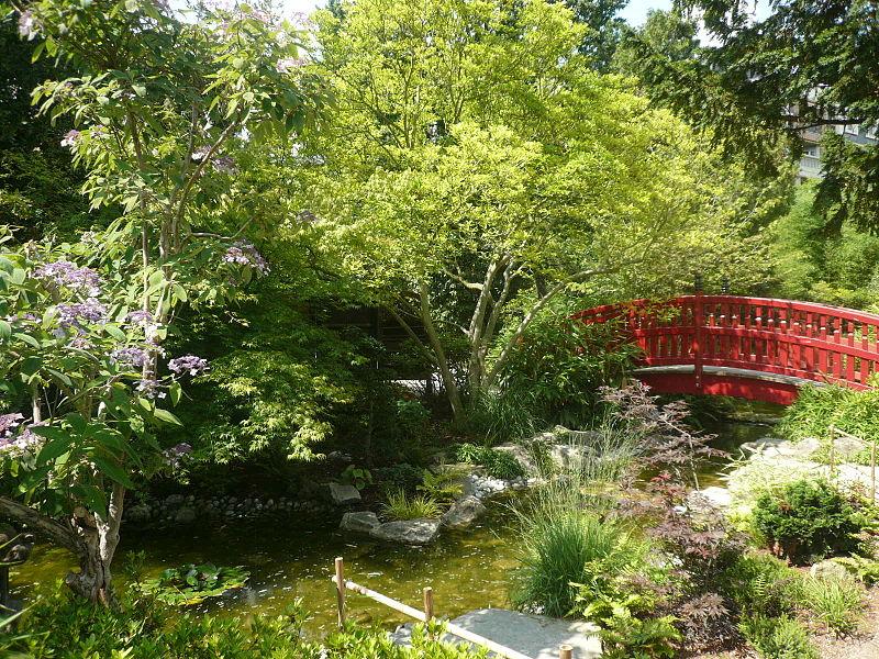 Visite des jardins remarquables des hauts de seine for Pont jardin zen