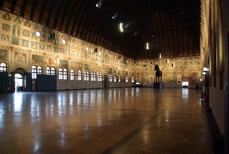 Datei:Padova Palazzo della Ragione BW 3.JPG