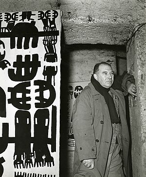 Giuseppe Capogrossi - Giuseppe Capogrossi photographed with his works by Paolo Monti in 1955