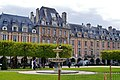 Paris Place des Vosges 02.jpg