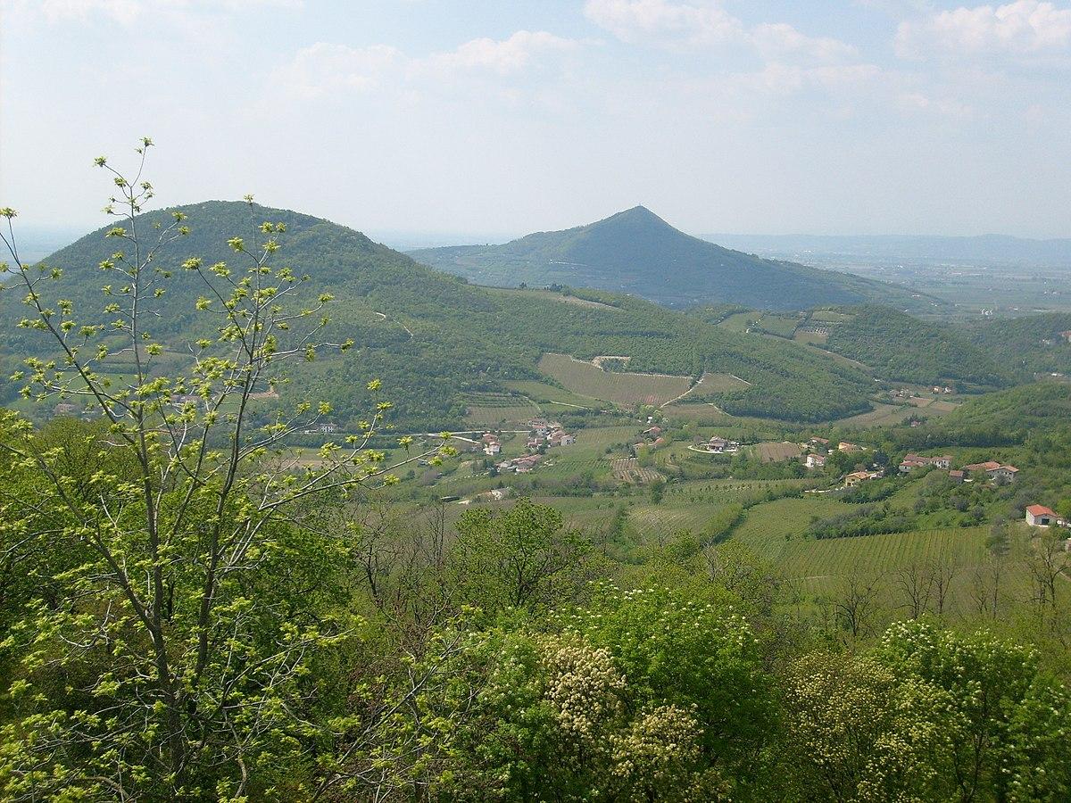 Monts eugan ens wikivoyage le guide de voyage et de tourisme collaboratif gratuit - Alba italie office du tourisme ...