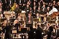 Pauluskirche Ulm Konzert Dirigent ehrt den Fagottspieler 2009 03 22.jpg
