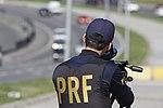 Policiais rodoviários federais operam radar móvel na Linha Verde, em Curitiba (29099445071).jpg