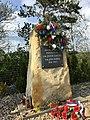 Pomník seskoku Gabčíka a Kubiše u Nehvizd 05.jpg