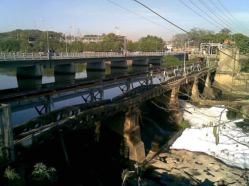 File:Ponte sobre o Rio Tietê e comporta de usina hidrelétrica em Salto - panoramio.jpg