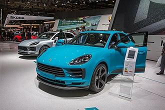 Porsche Macan - Image: Porsche, Paris Motor Show 2018, Paris (1Y7A1848)