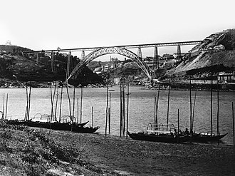 Maria Pia Bridge - The boats along the river in the show of the Maria Pia