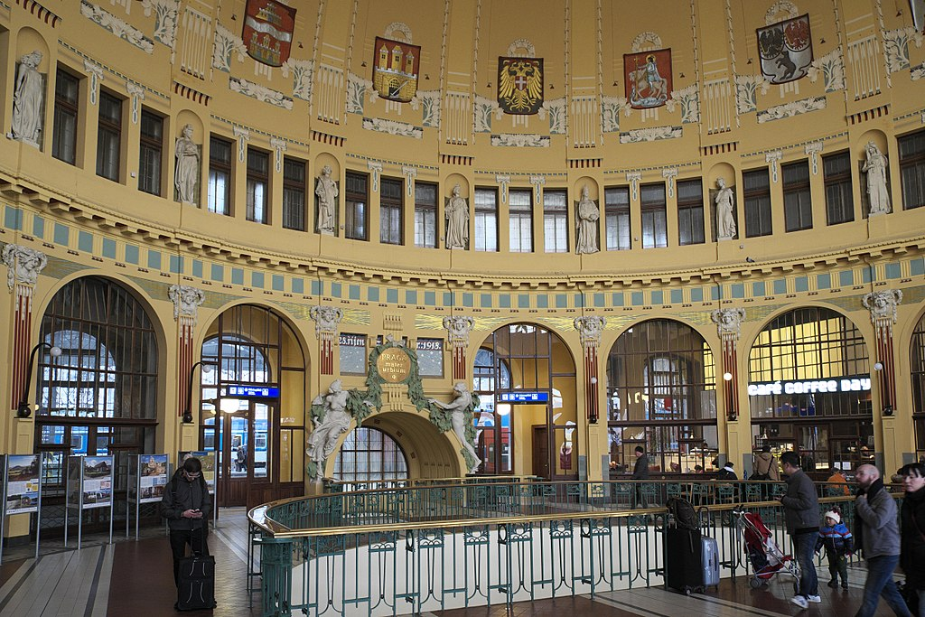 Dans la gare Art nouveau de Prague – Photo de GFreihalter
