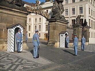 Prague Castle Guard - Image: Praha, Hradní stráž 02