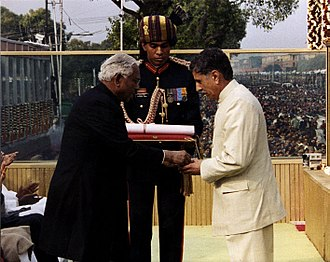 Vikram Batra - President K. R. Narayanan presenting the Param Vir Chakra (posthumous) to the father of Captain Vikram Batra, 13 Jammu and Kashmir Rifles.