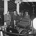 Prins Bernhard op de RAI, de Prins bij de Ford stand, Bestanddeelnr 917-4677.jpg