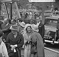 Prinses Beatrix begroet de hoge gasten, Bestanddeelnr 913-8564.jpg