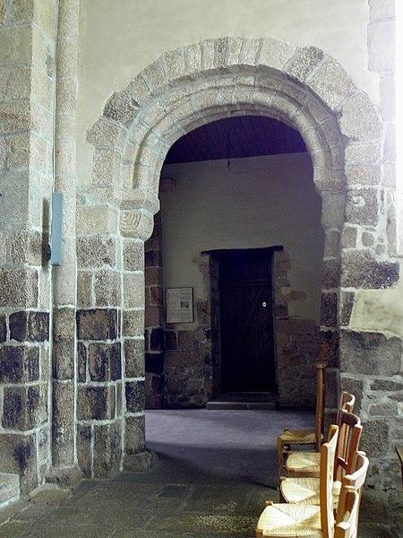 Église Saint-Beheau de Priziac (56). Dernière arcade sud de la nef.