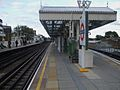 Putney Bridge stn terminating platform look eastbound.JPG