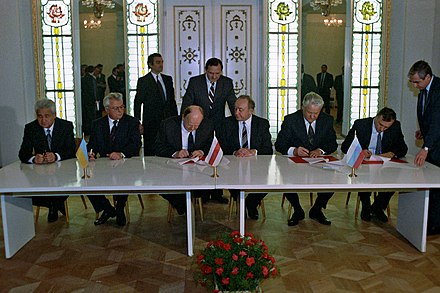 Ukrainian President Leonid Kravchuk and President of the Russian Federation Boris Yeltsin signed the Belavezha Accords, dissolving the Soviet Union, on 8 December 1991. RIAN archive 848095 Signing the Agreement to eliminate the USSR and establish the Commonwealth of Independent States.jpg