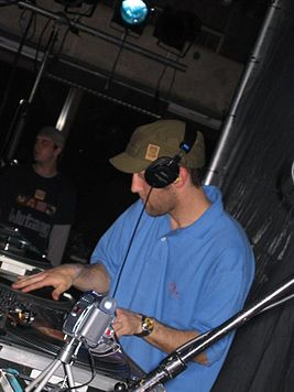 RJD2 at Haverford.jpg