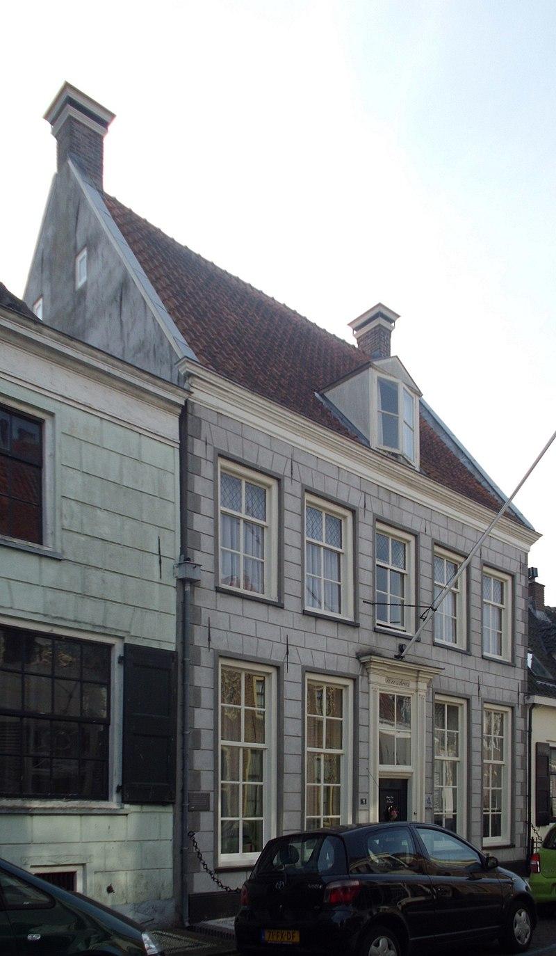 Huis met zadeldak tussen puntgevels parterre met verdieping in elburg monument - Tussen huis ...