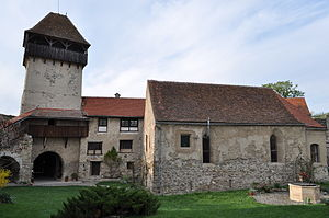 Villages with fortified churches in Transylvania - Image: RO AB Calnic fort 11