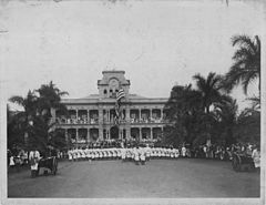 Raising of American flag at Iolani Palace with US Marines in the foreground (PP-36-1-014).jpg